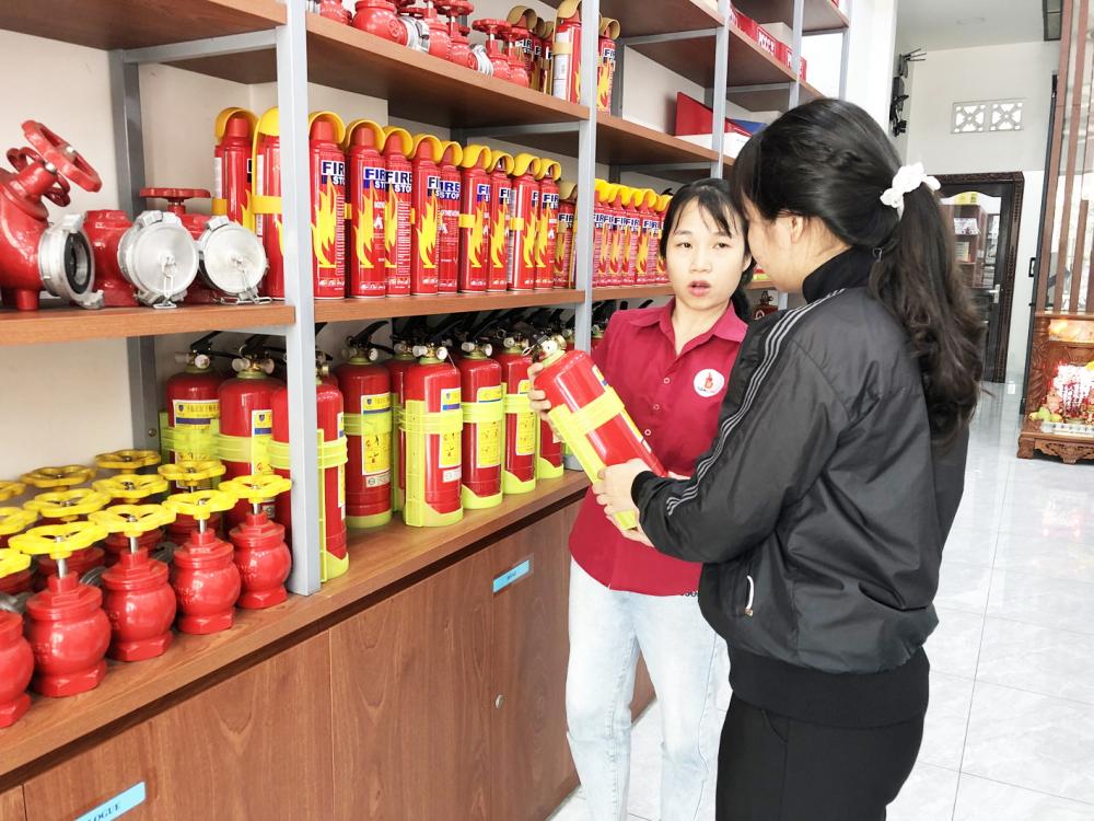 Người tiêu dùng cần chú ý chọn mua thiết bị phòng cháy, chữa cháy có tem kiểm định, rõ ràng về nguồn gốc