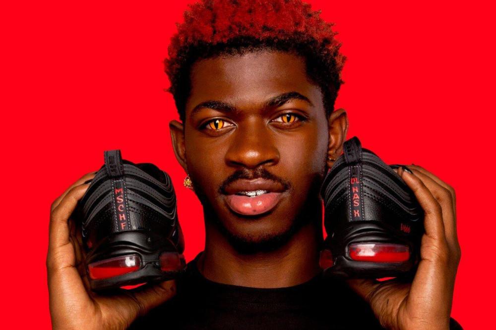Mẫu giày Satan Shoes chứa máu người bị cấm bán.