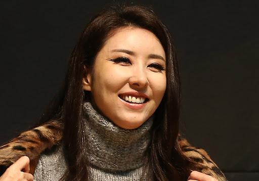 Kim Wan-sun bị người dì bạo hành bóc lột.