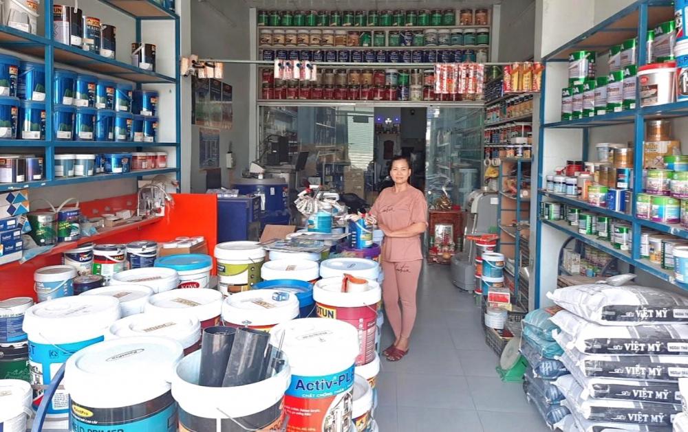 Cửa hàng sơn nước của chị Trần Kim Oanh