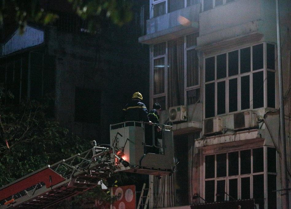 Đám cháy được khống chế lúc 3g45 - Ảnh: Zing