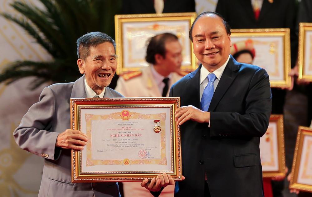 Cố NSND Trần Hạnh có nhiều đóng góp nhưng cũng vướng quy định huy chương nên gặp khó trong việc xét danh hiệu