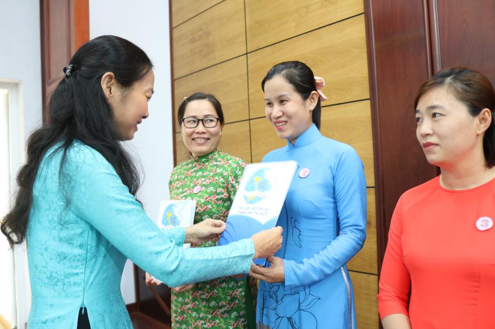 Bà Lâm Thị Ngọc Hoa - Phó chủ tịch thường trực Hội LHPN TP.HCM...