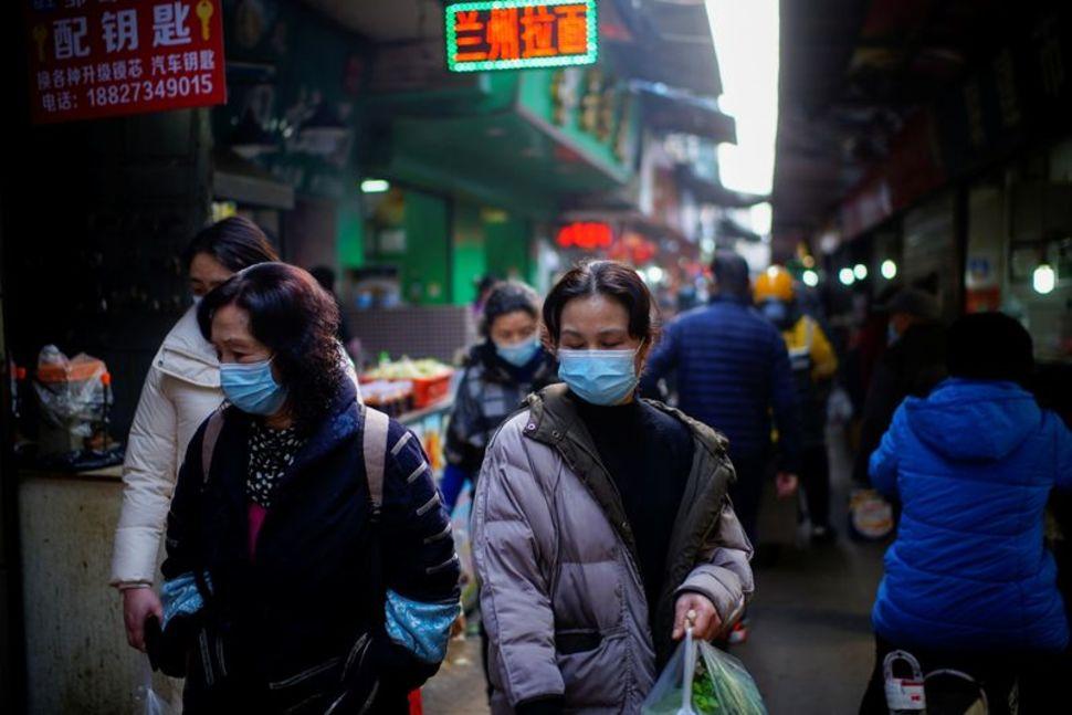 Trung Quốc ghi nhận số ca nhiễm COVID-19 hàng ngày cao nhất trong hơn hai tháng - Ảnh: Reuters