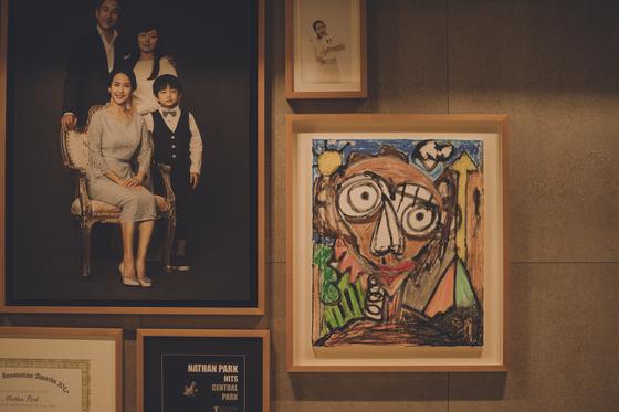 Bức tranh nổi tiếng trong Ký sinh trùng được vẽ bởi  Jung Jae-hoon.