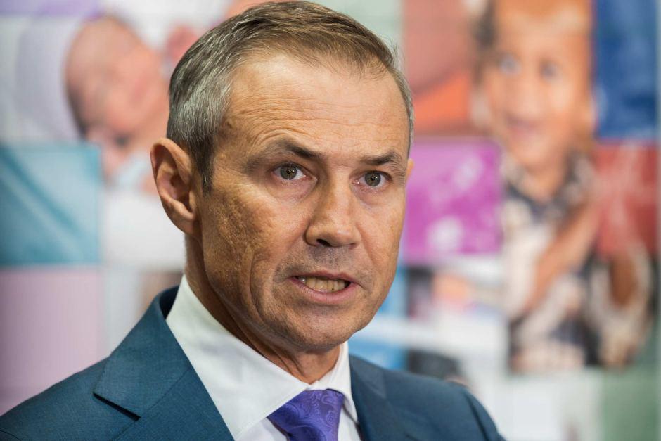 Bộ trưởng Y tế Roger Cook - Ảnh: Hugh Sando/ABC News