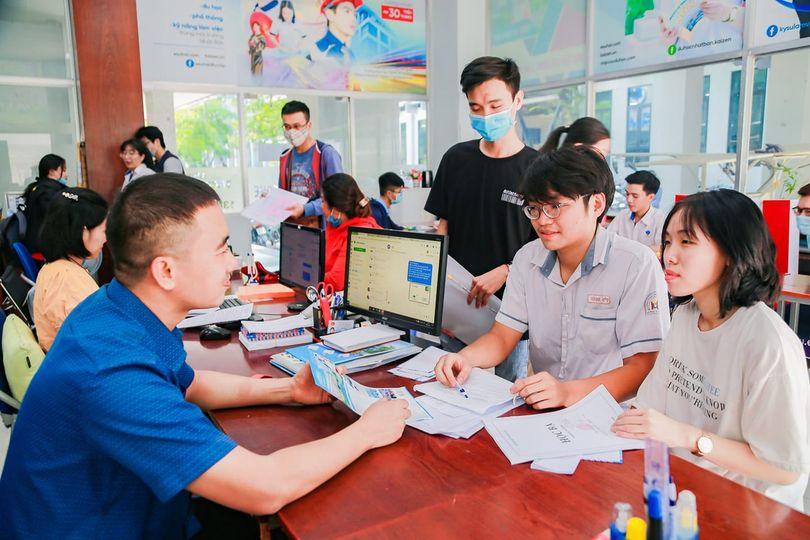 Thí sinh tìm hiểu thông tin xét tuyển tại Trường ĐH Công nghiệp Thực phẩm TPHCM