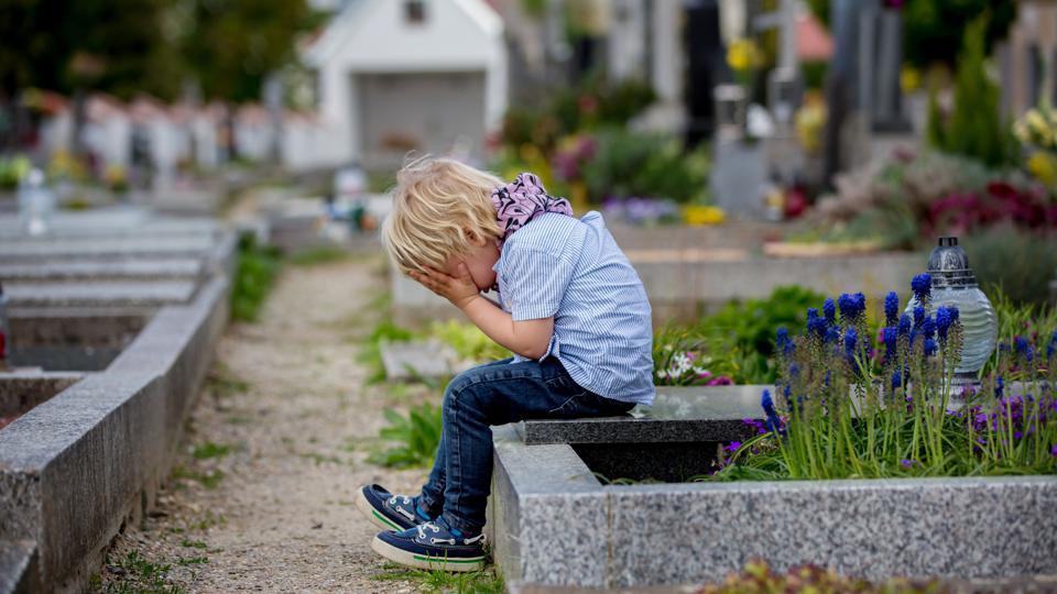 Nghiên cứu cho thấy có gần 40.000 trẻ em Mỹ mồ côi liên quan đến COVID-19