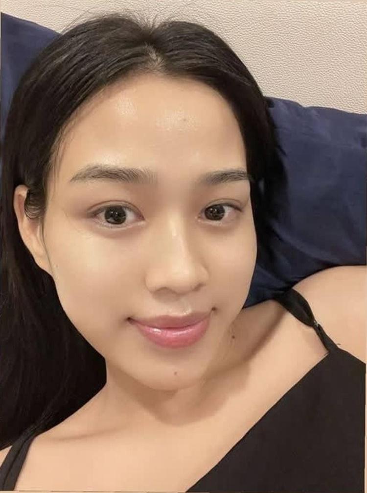 Mặt mộc của Đỗ Thị Hà khiến nhiều chị em thích thú vì khá đều màu, khoẻ khoắn, lỗ chân lông se khít