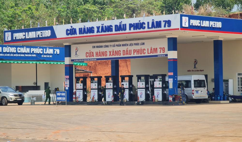Công an phong tỏa, kiểm tra cửa hàng xăng dầu Phúc Lâm 79