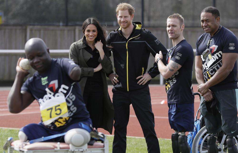 Vợ chồng Harry và Meghan tại sự kiện Thế vận hội Invictus.