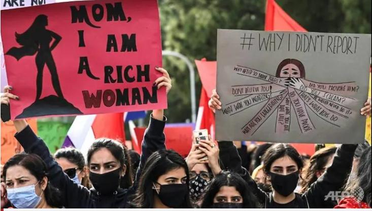 Phụ nữ tham gia tuần hành trong ngày Quốc tế Phụ nữ ở Islamabad, Pakistan - Ảnh: AFP