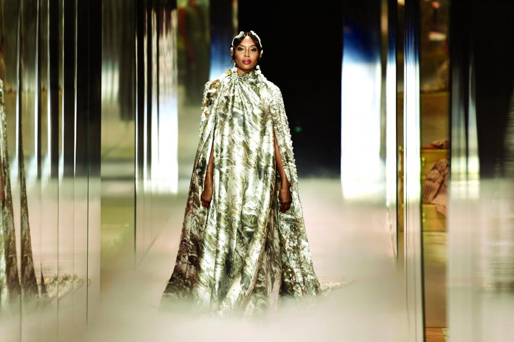 Naomi Campbell trong một thiết kế của  Kim Jones. Series thời trang cao cấp xuân 2021  từ thương hiệu Fendi - Ảnh: Harper's Bazaar