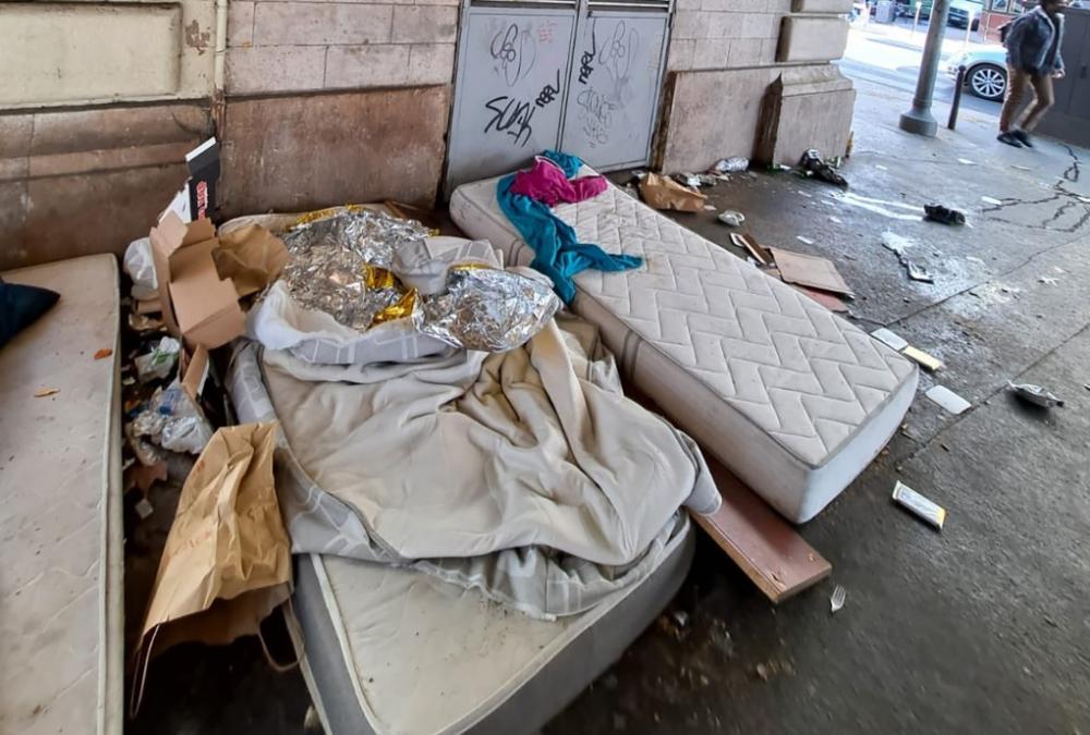 Rác thải lớn nhỏ la liệt trên đường phố Paris – Ảnh: #SaccageParis