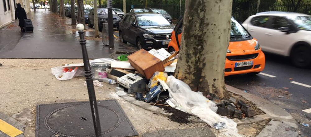 Rác thải chất đống trên vỉa hè Paris - Ảnh: #SaccageParis