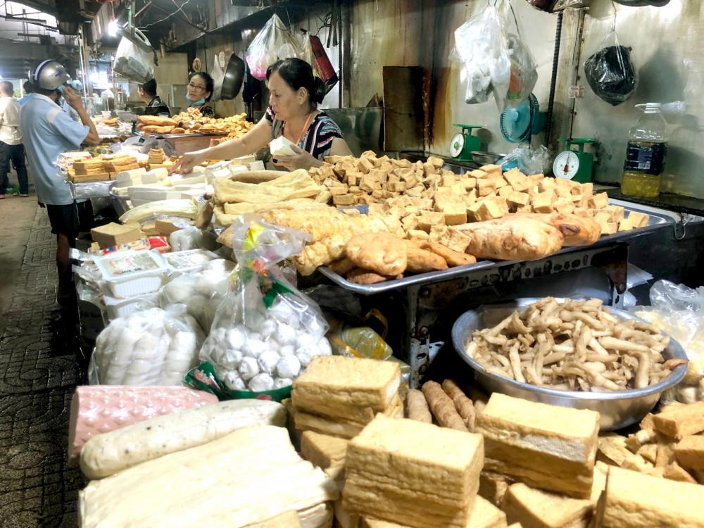 Rất nhiều loại thực phẩm chay ở các chợ không rõ cơ sở sản xuất, ngày sản xuất, hạn sử dụng
