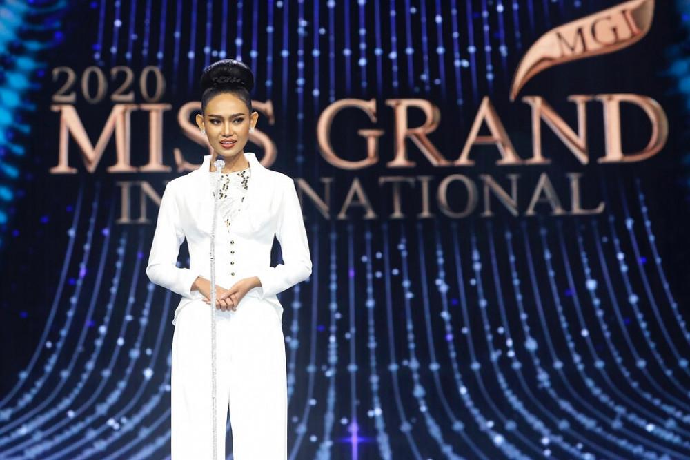 Han Lay trong đêm chung kết Hoa hậu Hoà bình Quốc tế 2020