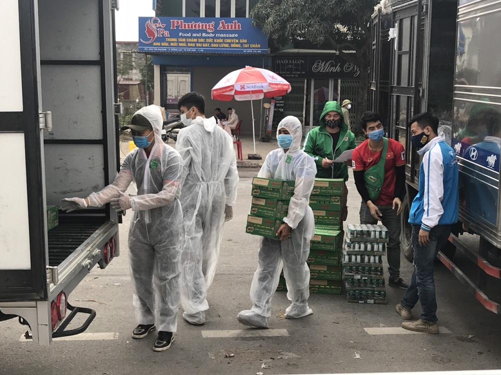 Nestlé bàn giao sản phẩm tại tại điểm cách ly TP.Chí Linh, tỉnh Hải Dương. Ảnh: Nestlé