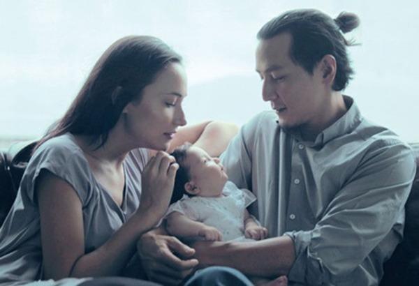 Gia đình hạnh phúc bên nhau lúc con gái họ tròn 1 tuổi. Ảnh Sina
