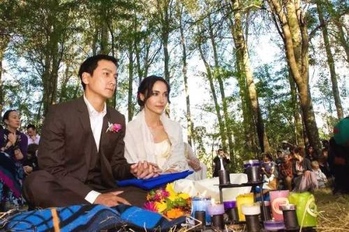 Đám cưới cách đây 11 năm tại châu Phi của Ngô Ngạn Tổ và Lisa. Ảnh Sina
