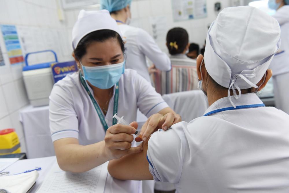 Tính đến ngày 8/4/2021, TP.HCM đã có 5.601 nhân viên y tế thuộc 47 đơn vị y tế được tiêm vắc xin phòng COVID-19.