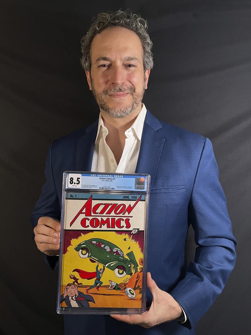 Vincent Zurzolo, đồng sở hữu của ComicConnect, nắm giữ cuốn truyện tranh Action Comics phiên bản đầu tiên năm 1938 đánh dấu lần xuất hiện đầu tiên của Superman, đã được bán với giá kỷ lục 3.250.000 USD.