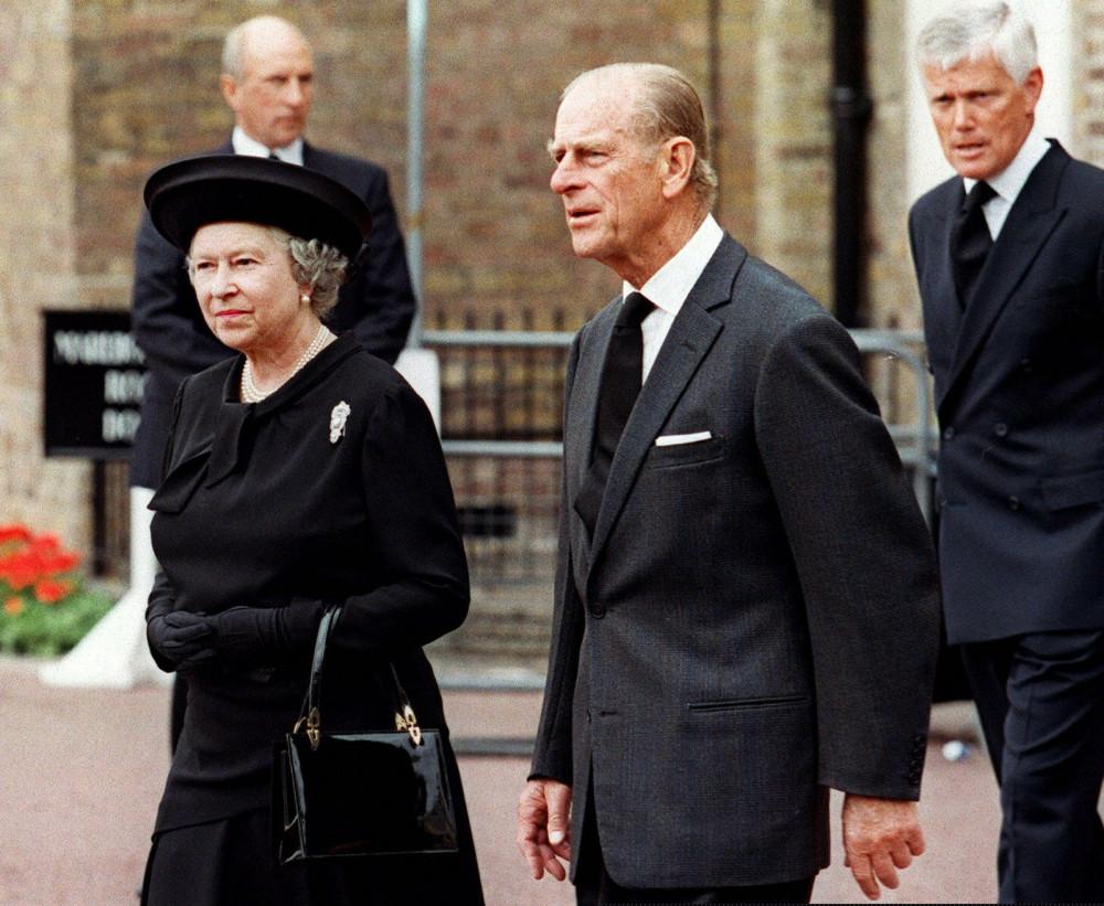 Năm 2017, Hoàng thân Philip tuyên bố chính thức từ giã cuộc sống vương giả ở tuổi 96. Trước khi Hoàng thân qua đời, cp đôi đã bên nhau được 74 năm, có 4 người con, 9 cháu và 8 chắt. Đại gia đình đã cùng nhau du ngoạn khắp thế giới, từ Australia đến Mỹ, châu Phi và Ấn Độ.