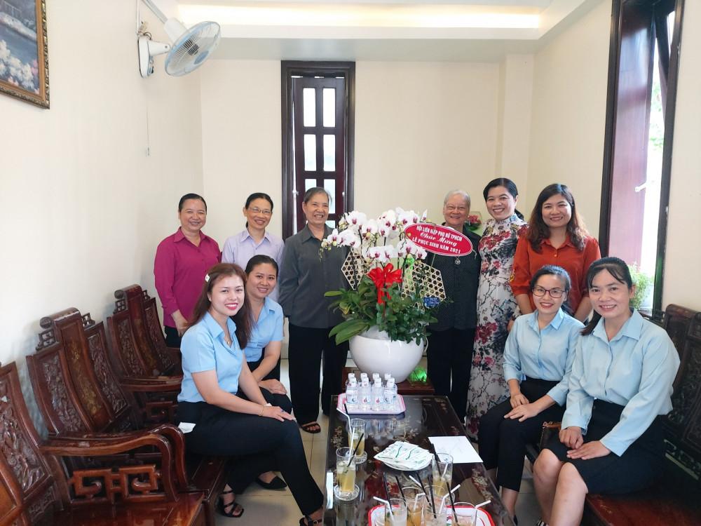 Chị Nguyễn Trần Phượng Trân thăm Dòng Con Đức Mẹ Mân Côi Chí Hòa quận Tân Bình