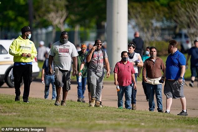 Các cng6 nhân tại tại Khu công nghiệp Quận Brazos được sơ tán sau vụ nổ súng
