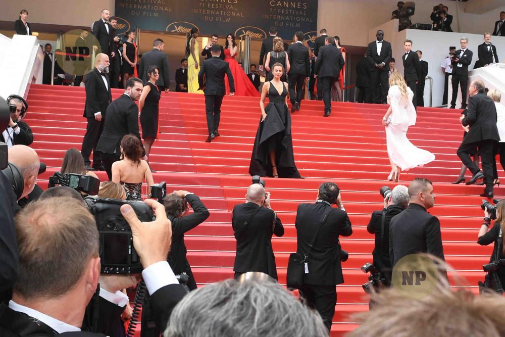 Hình ảnh đông đúc người chen lấn tại Cannes môi năm