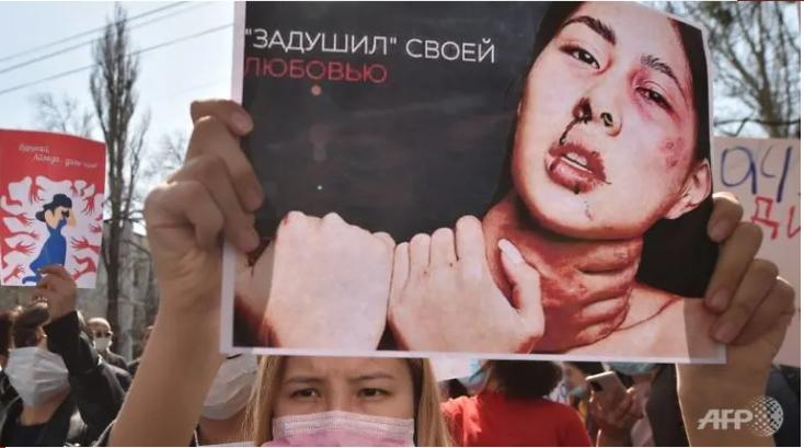 Người dân biểu tình sau cái chết củaAizada Kanatbekova