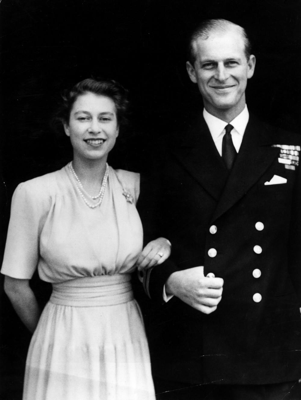 Cặp đôi gặp nhau lần đầu tiên tại trường Cao đẳng Hải quân Hoàng gia Britannia vào năm 1938, nơi một Thiếu sinh quân 18 tuổi Philip được giới thiệu với Công chúa Elizabeth 13 tuổi của Anh khi cô đang tham quan khu đất. Từ đó, người ta nói rằng, vị hoàng gia trẻ tuổi 'không bao giờ nghĩ đến bất kỳ ai khác ngoài Elizabeth từ thời điểm đó'.