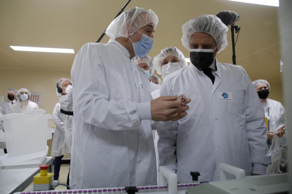 Các chuyên gia y tế Pháp khuyên trộn vắc-xin trong bối cảnh lo ngại đông máu