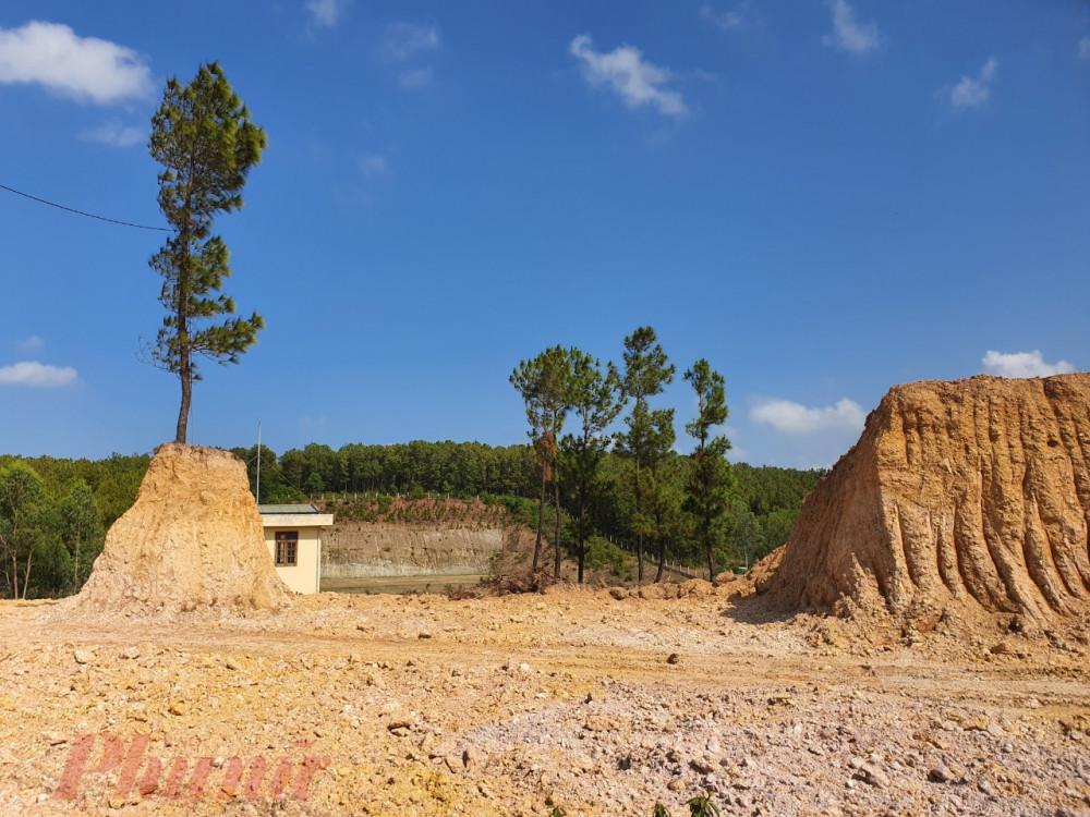 Xã Điện Tiến đã cho doanh nghiệp vào múc hàng ngàn khối đất tại khu vực rừng phòng hộ khi chưa được cấp phép