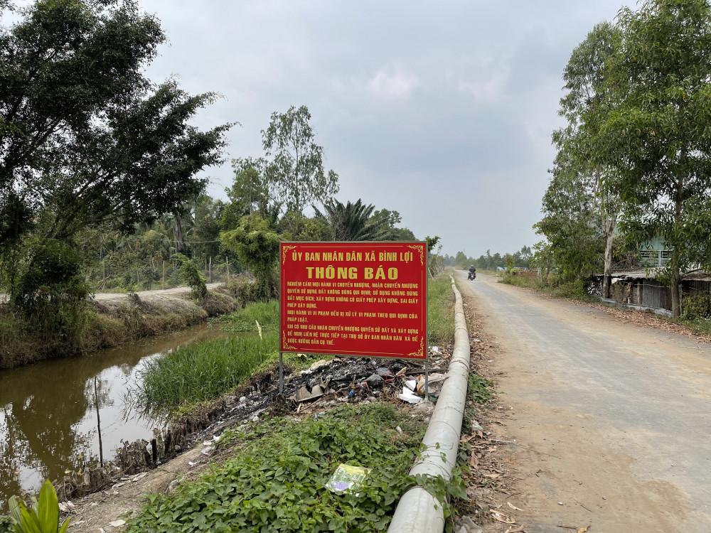 UBND xã Bình Lợi, huyện Bình Chánh cắm biển cảnh báo trước thông tin xôn xao 'sốt đất