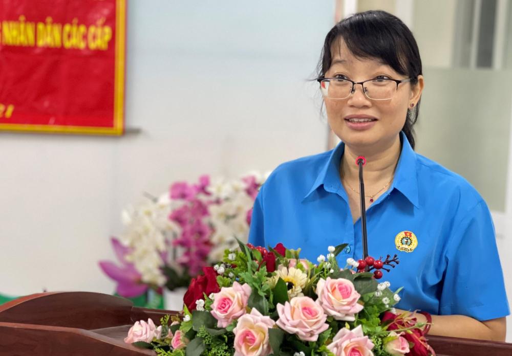 Bà Trần Thị Diệu Thúy hứa quan tâm hơn nữa đến vấn đề về người lao động và giới nữ.