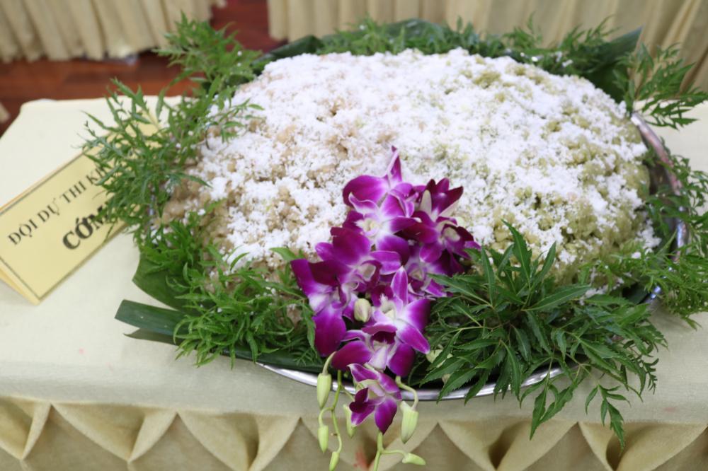 Cốm dẹp - món bánh dân dã, đồng thời là đặc sản của đồng bao Khmer.