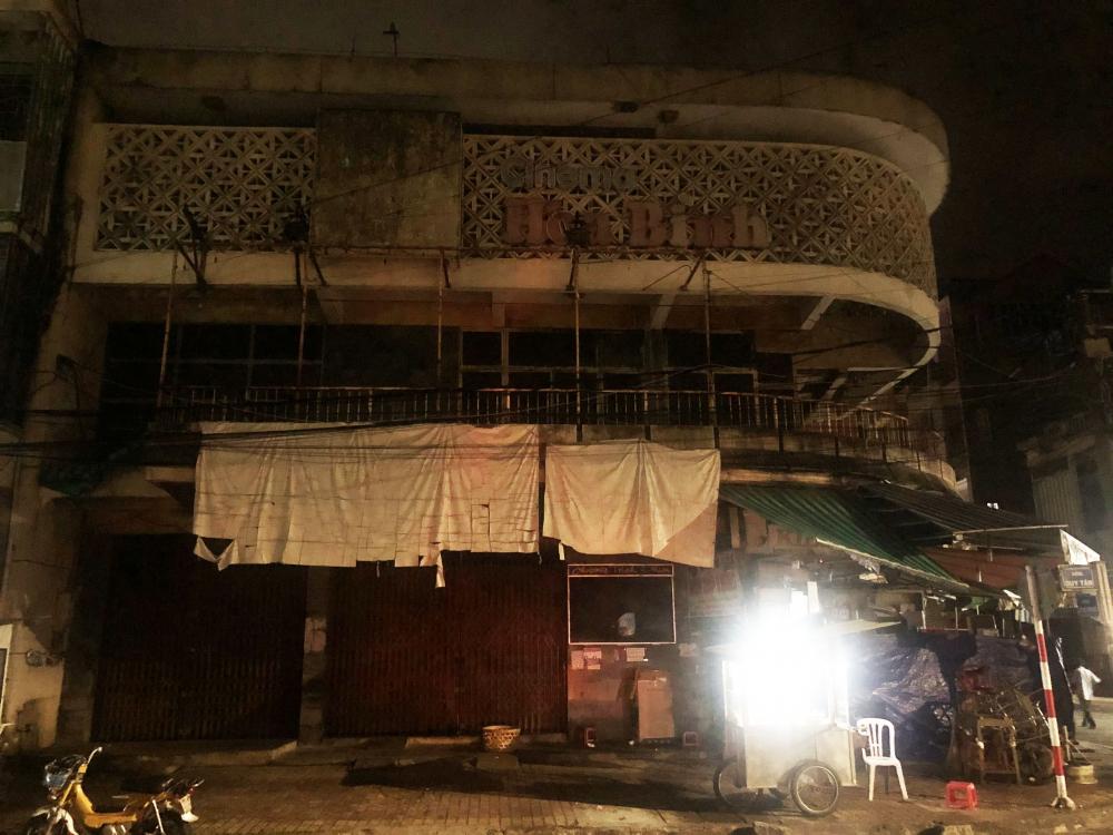 Rạp chiếu bóng Hòa Bình ở đường Duy Tân diện tích 504 m2 được xây dựng từ những năm 1950 sẽ được chính quyền bán đấu giá vì đóng cửa, xuống cấp, mất mỹ quan