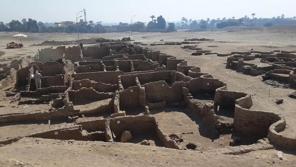 Thành phố cổ có niên đại hơn 3.000 năm vừa được tìm thấy ở Ai Cập - Ảnh: Zahi Hawass