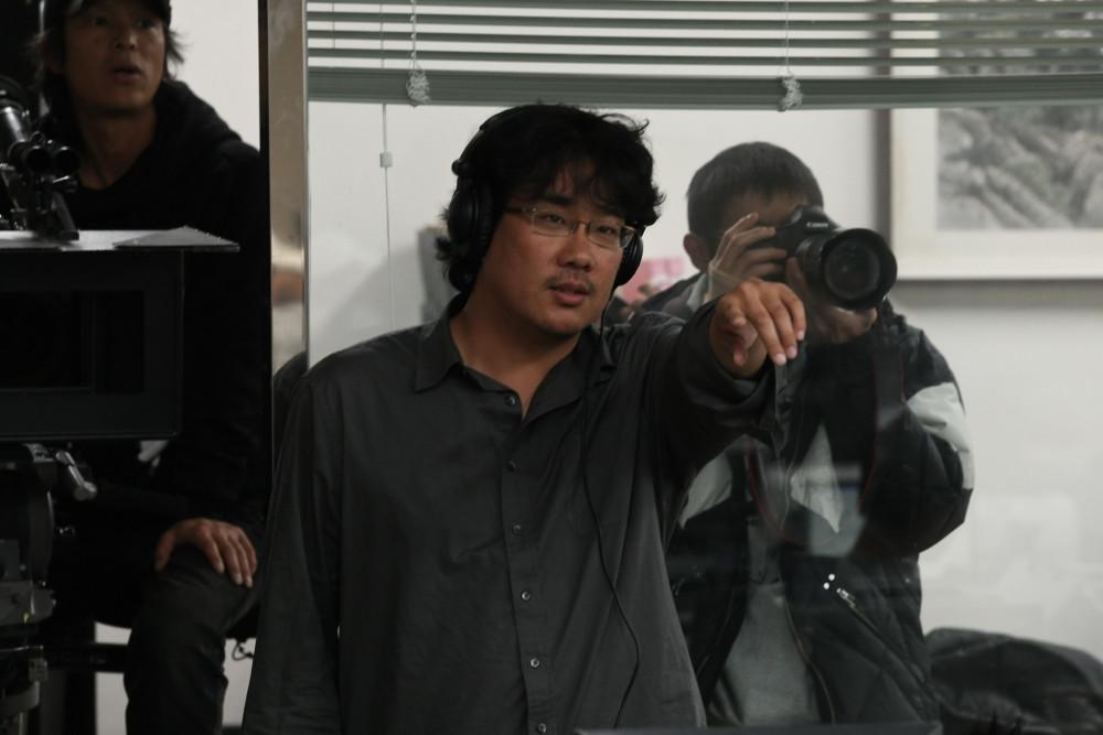 Bong Joon Ho trên phim trường.