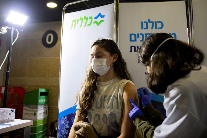Israel đã tiến hành tiêm chủng vắc-xin cho hơn 50% dân số.