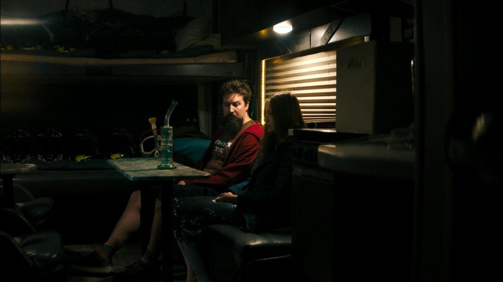 Ngoài làm đạo diễn, biên kịch, Adam Wingard còn là diễn viên, trong ảnh là một cảnh diễn của Adam trong phim She dies Tomorrow