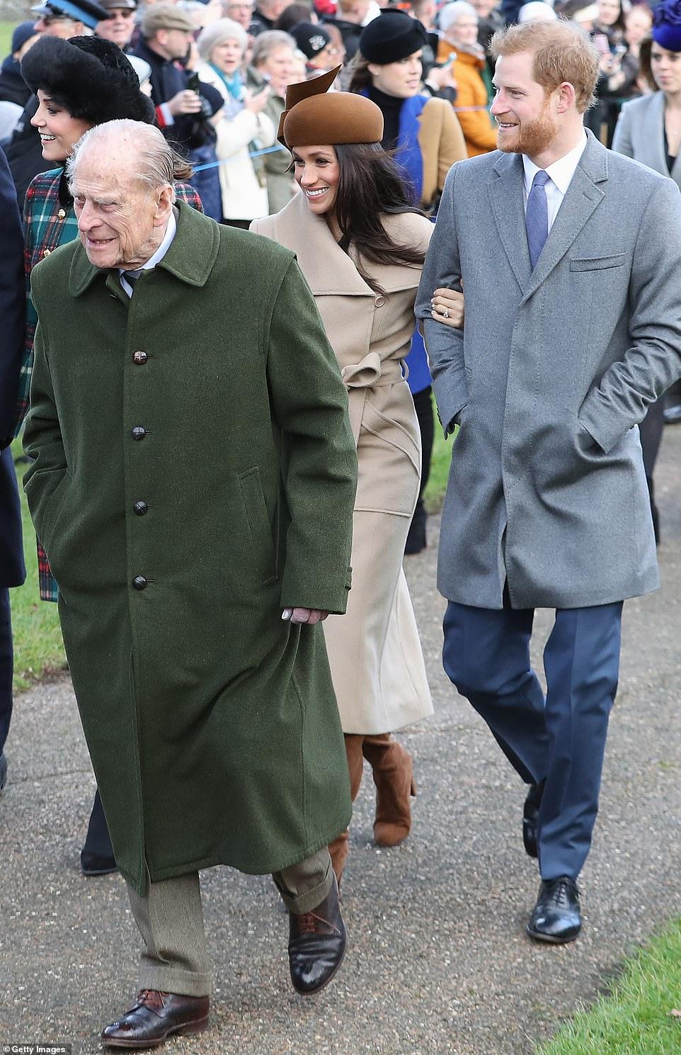 Vợ chồng Hoàng tử Harry cùng Hoàng thân Philip trong Lễ giáng sinh năm 2017.