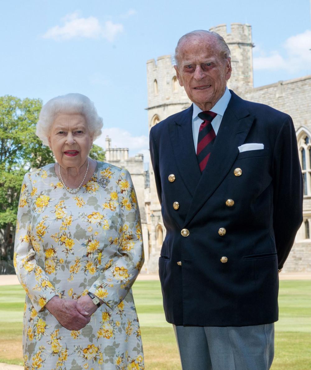 Nữ hoàng Elizabeth nỗ lực lo chu toàn lễ tang cho chồng.