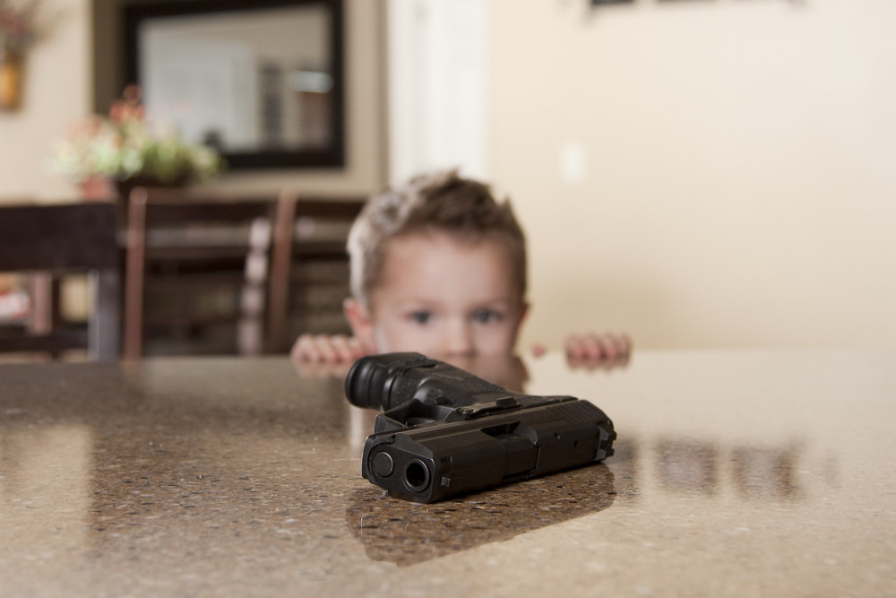Súng đạn từ lâu đã là nỗi ám ảnh của Mỹ. Trong vài tuần qua, nỗi ám ảnh này càng hiện rõ hơn với nhiều vụ xả súng hoặc tai nạn về súng khiến nhiều người thiệt mạng