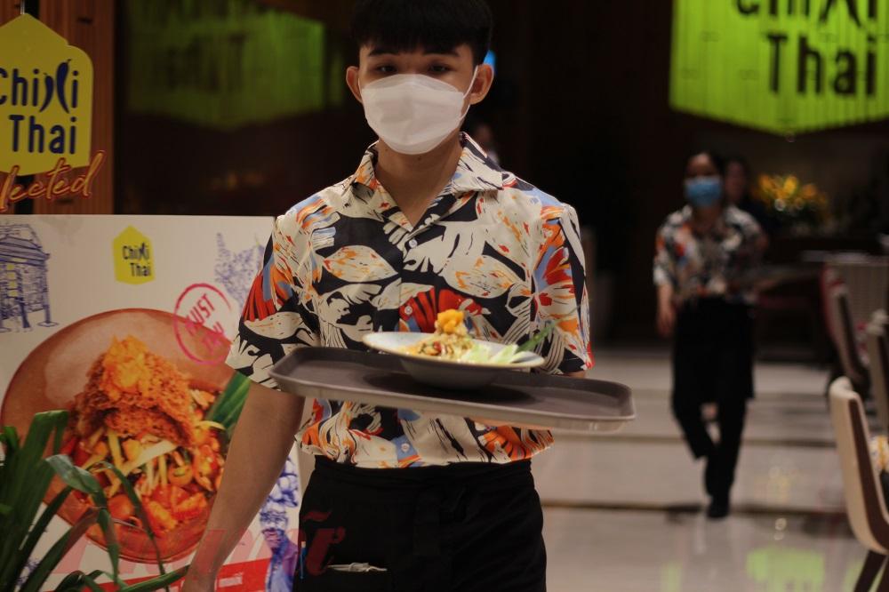 Songkran là lễ hội lớn nhất của Thái Lan trong năm và là dịp thu hút du khách quốc tế quốc tế nói chung và người Việt Nam nói riêng. Tuy nhiên, do dịch COVID-19, các đường bay Việt Nam-Thái Lan chưa được hoạt động, dịch vụ du lịch cũng hạn chế.