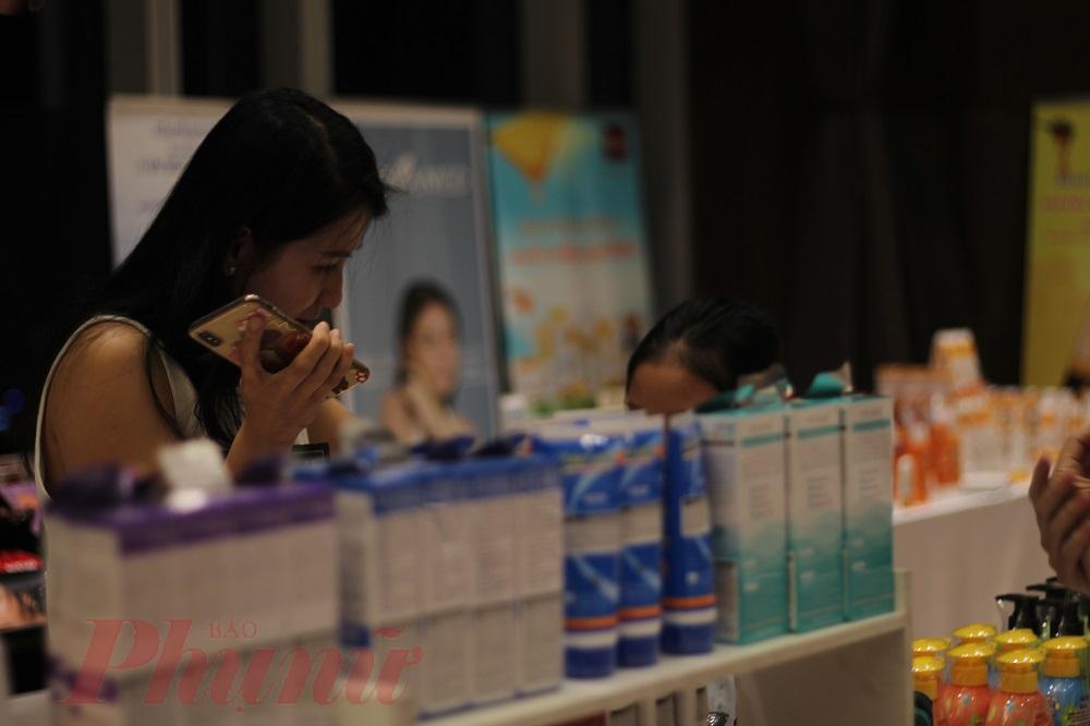 ...Mua sắm các sản phẩm xuất xứ tại Thái Lan với mức giá giảm từ 30-50%; bơi hay té nước ở hồ bơi thuộc tòa nhà.