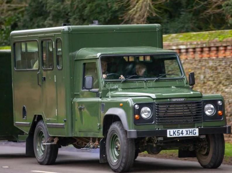 Chiếc Land Rover Defender 130 Gun Bus chạy bằng điện do Hoàng thân Philip tham gia thiết kế