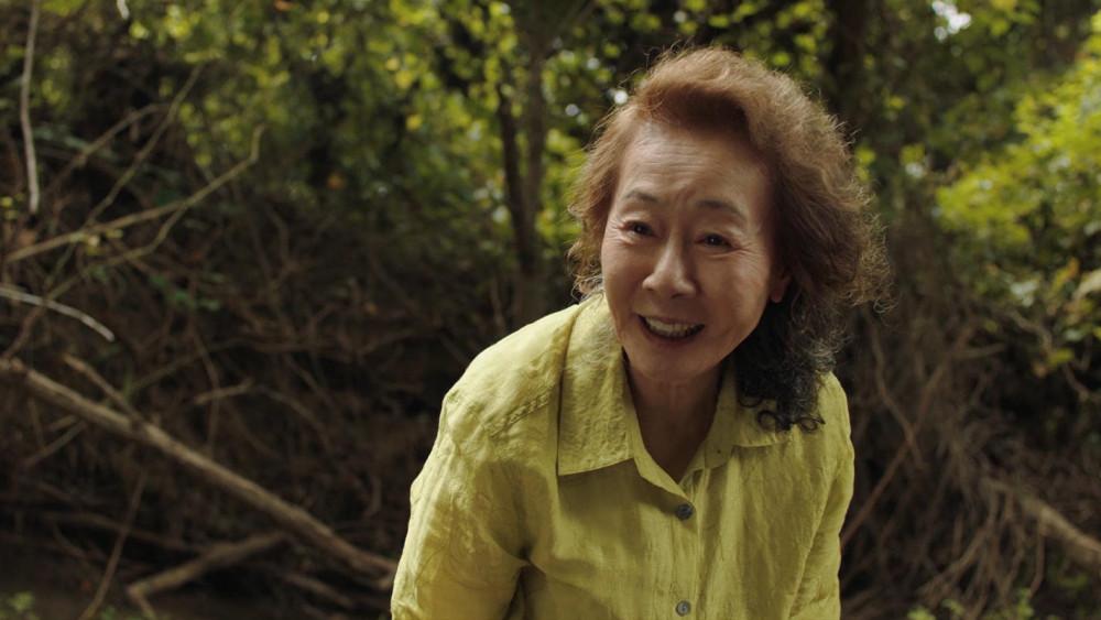 Vai người bà trong Minari của nữ diễn viên nhận được nhiều lời ngợi khen.