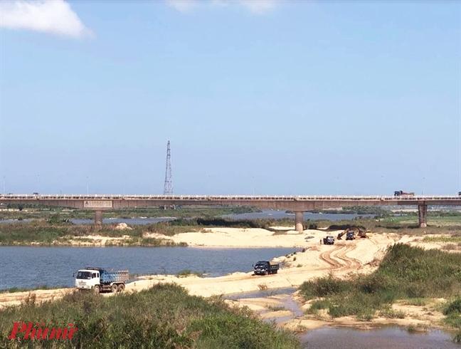 Khai thác cát trên sông Trà Khúc đoạn qua TP.Quảng Ngãi